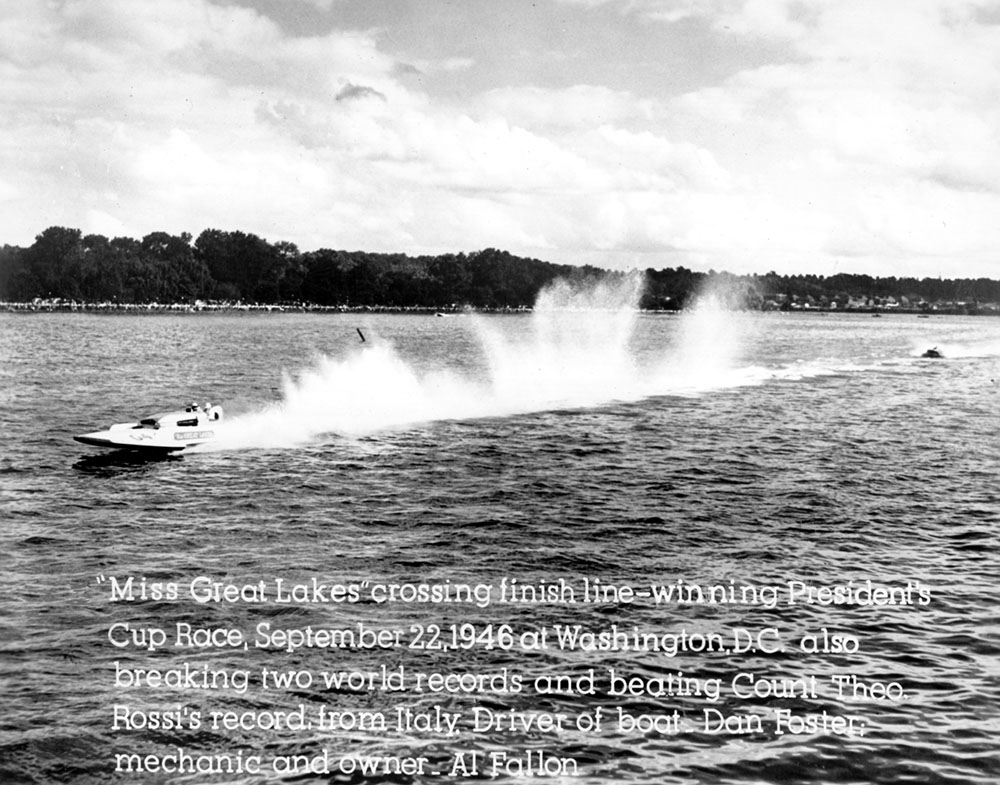Dan Foster drives Miss Great Lakes to victory in the 1946 Presidents Cup