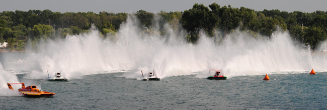 Dave Villwock (second from right) and Steve David (right) in the Roostertail turn before the start of the final heat.  Photo by Craig Barney-Unlimiteds.net.