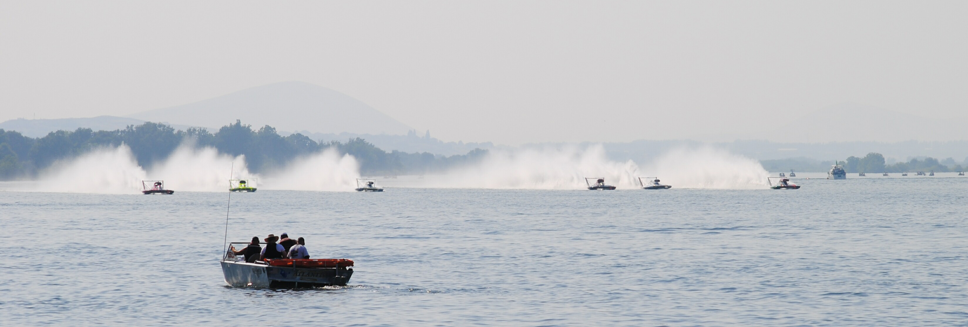 Steve David (far right) hits the line in lane 1 in the 1 Oh Boy! Oberto. Photo by Craig Barney